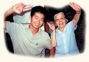 photo of Master Tse and his teacher Grandmaster Yang Mei Jun